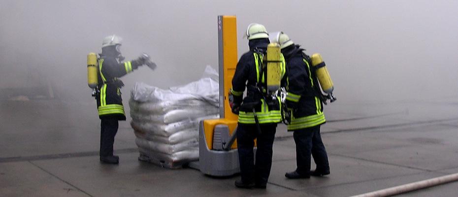 Großbrand einer Kunststofffabrik in Hollage